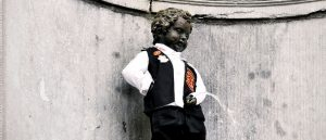 brussels pee statue