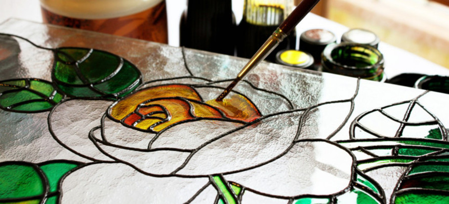 how do stained glass windows work