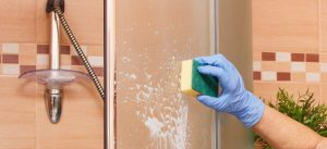 Cleaning shower screen with sponge