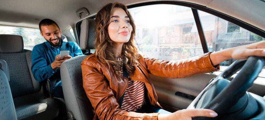 women driving man, uber taxi